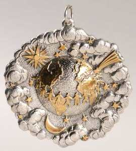 buccellati_christmas_ornament_world